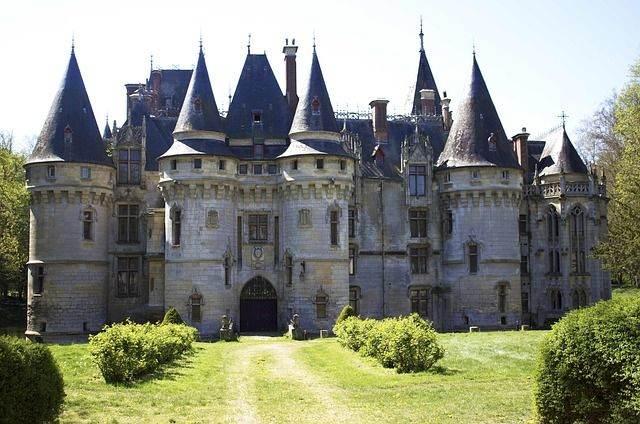 castle-1189900_640