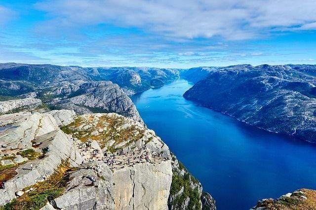 fjord-984130_640