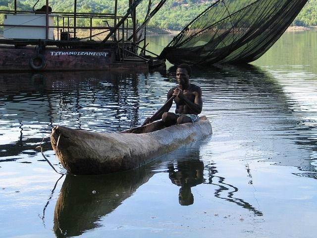 log-boat-242570_640