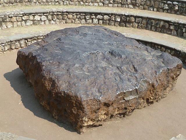 meteorite-700836_640