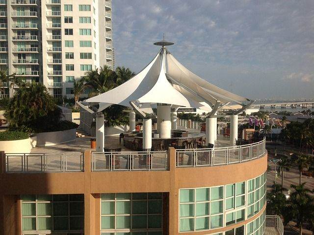 miami-hotel-terrace-view-713592_640