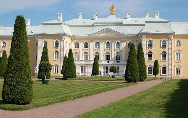 peterhof-palace-1168137_640