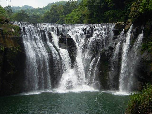 shifen-waterfall-706305_640