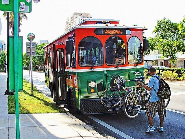 trolley-miami-849772_640