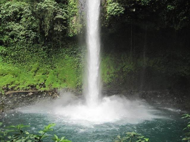 waterfall-237912_640