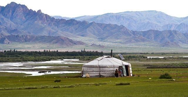 yurt-486866_640