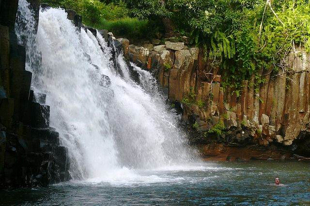 waterfall-1341161_640