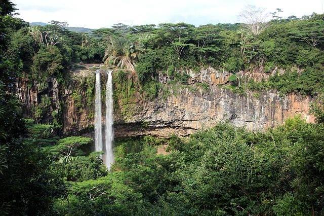 waterfall-798571_640