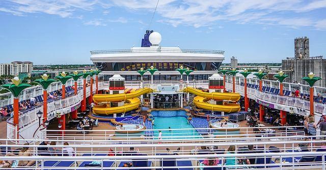 cruise-ship-1326079_640