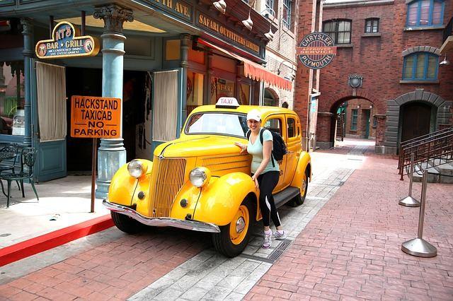 taxi-357479_640
