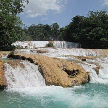 De watervallen van Agua Azul in Mexico