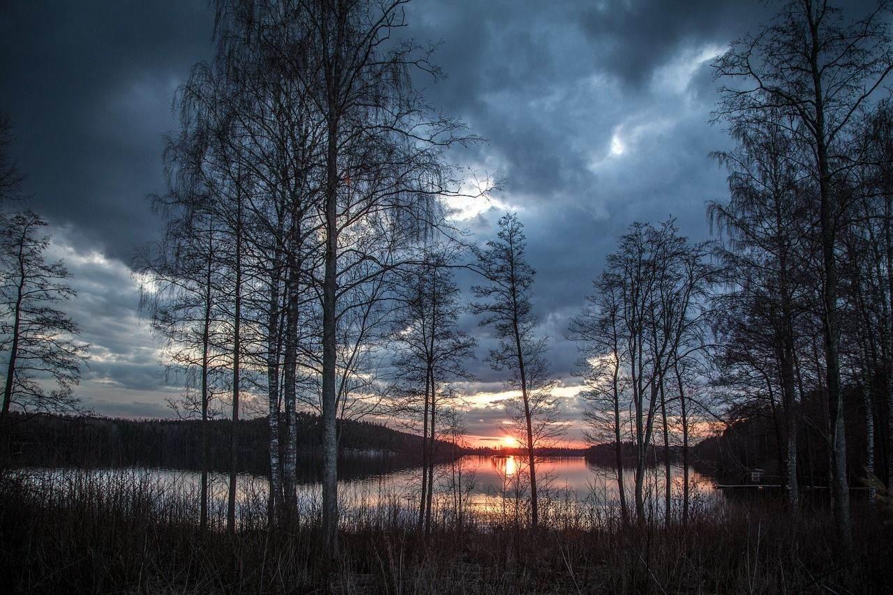 lake-scenery-1365288_1280