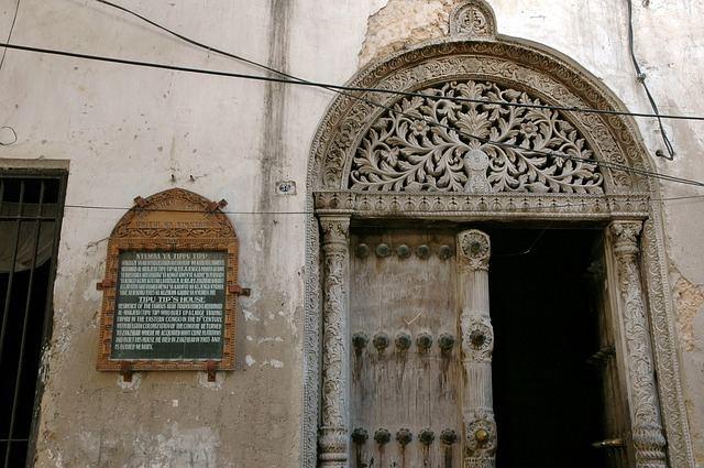 doorway-167736_640