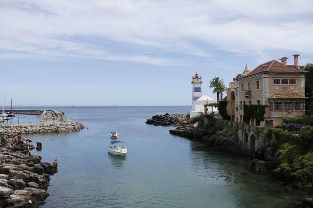 lighthouse-1000624_640
