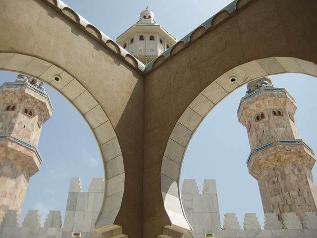 mosque-1335350_640