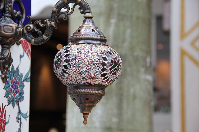 lamp-213807_640