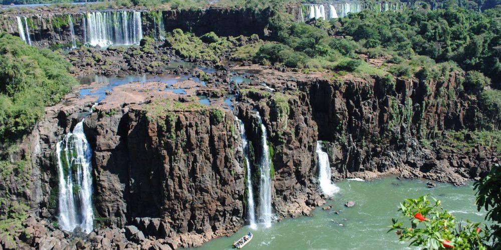 iguazu-falls-1490835_1280